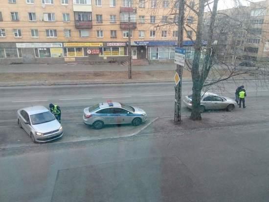 В Петрозаводске сотрудники ДПС спрашивают водителей о цели поездки