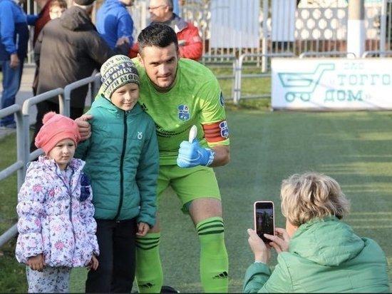 """У белорусского футбола появились тысячи фанатов, они болеют за """"Шлюх"""""""