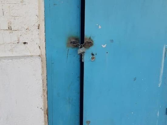 В Кыргызстане заварили вход в многоэтажный дом из-за зараженного коронавирусом