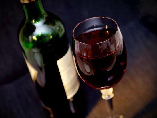 Специалист экстремальной психологии дал совет по употреблению алкоголя на карантине