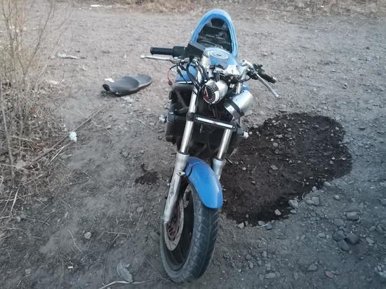 Мотоциклист и его пассажир без шлемов получили ранения в Чите