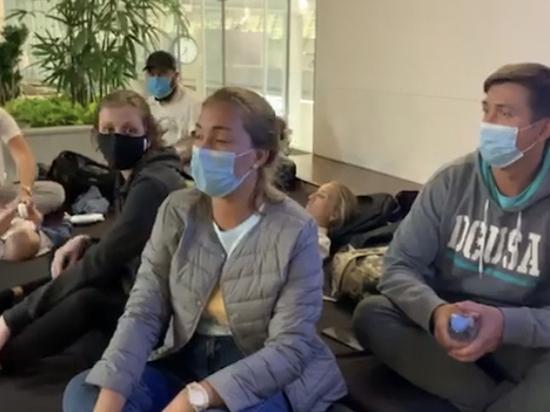 Застрявших в Южной Корее россиян оставили без жилья