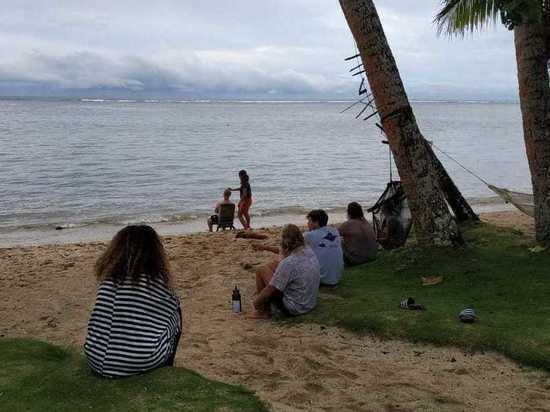 Застрявший на Фиджи без денег россиянин устроился лучше волгоградского единоросса