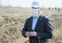 Губернатор Воронежской области надел маску и ушел в поле