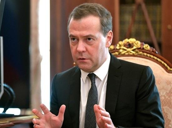 Медведев заявил о необходимости очищенных от санкций отношений из-за пандемии