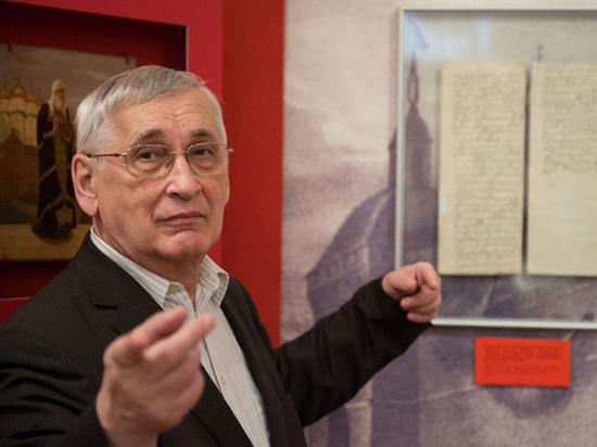 Известный ученый-историк подвергся нападению в аптеке в центре Москвы