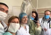 На Украине коронавирус начали лечить, надевая пакеты на голову