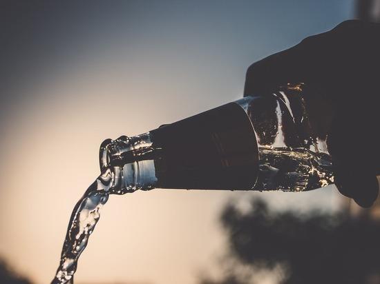 Эпидемиолог рассказал, обеззараживает ли водка поверхности от коронавируса