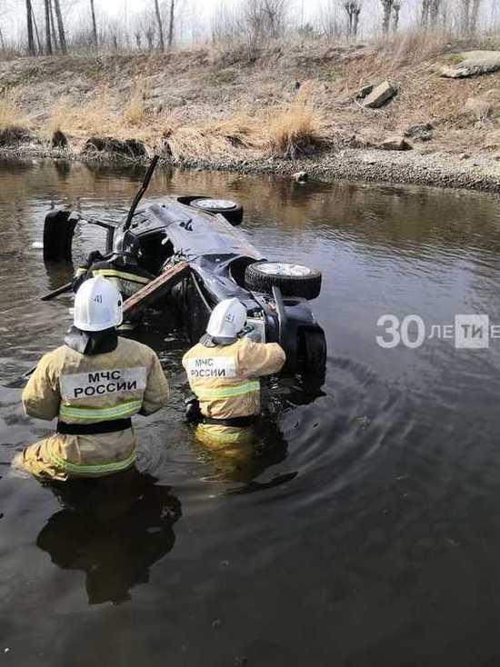 В Татарстане в вылетевшем в канал авто погиб водитель