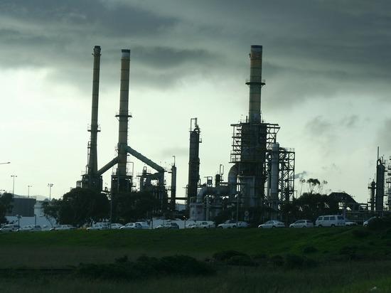 СМИ: Россия и Саудовская Аравия договорились сильно сократить добычу нефти