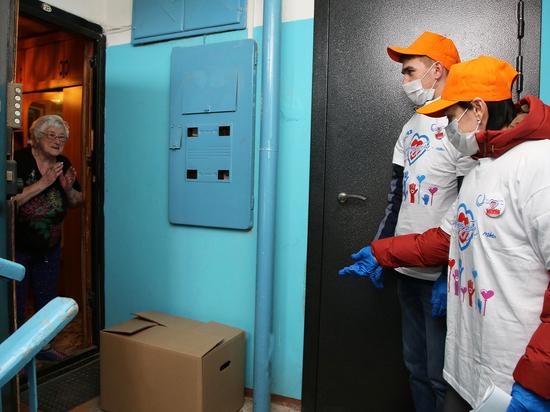 Корпоративные волонтеры доставляют продукты и лекарства пожилым людям