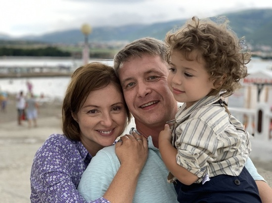 Анна Банщикова ради киносъемок переодела дочь в сына