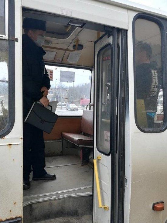 В Костроме инспекторы ГИБДД сняли с маршрутов два автобуса