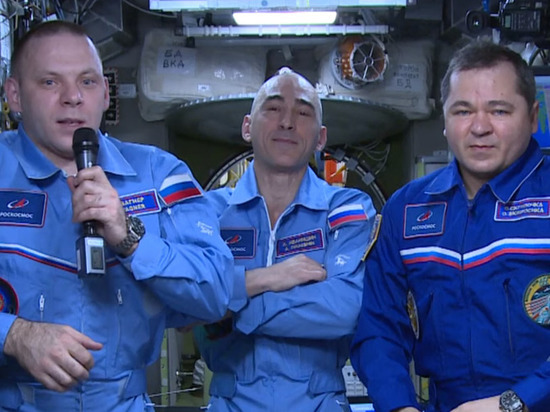 Члены экипажа МКС поздравили землян с Днем космонавтики