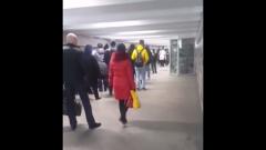 Ужасающая очередь в метро из-за пропускного режима попала на видео
