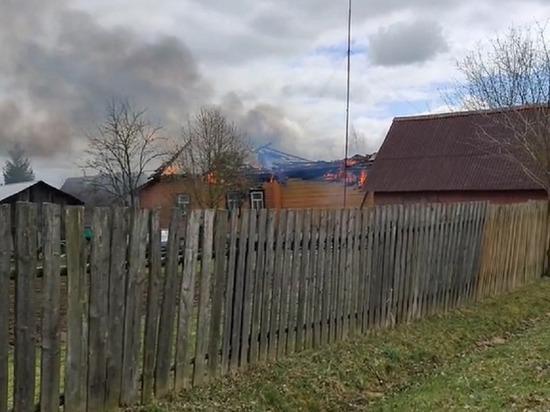Мужчина пострадал во время пожара в деревенском доме в Тверской области
