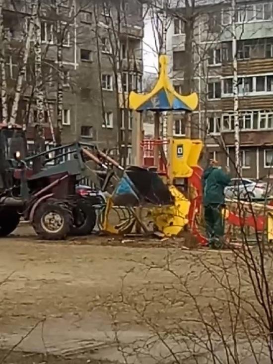 В Дзержинском районе Ярославля детскую площадку раскатали тяжелой техникой