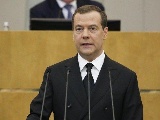 """Медведев предположил ужесточение мер по коронавирусу: """"Ситуация тревожная"""""""