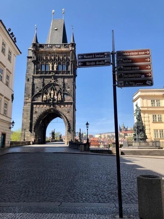 Масок нет, туризм в аду - как в Чехии справляются с коронавирусом