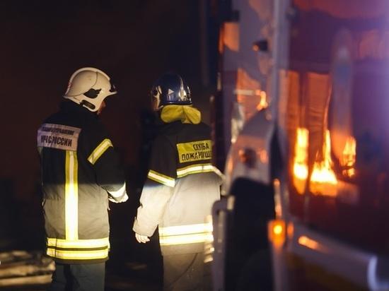 В Волгоградской области в ночном пожаре пострадал человек
