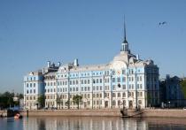 На этой неделе Минобороны сообщило о заражении группы нахимовцев, прибывших в Москву для тренировки к параду