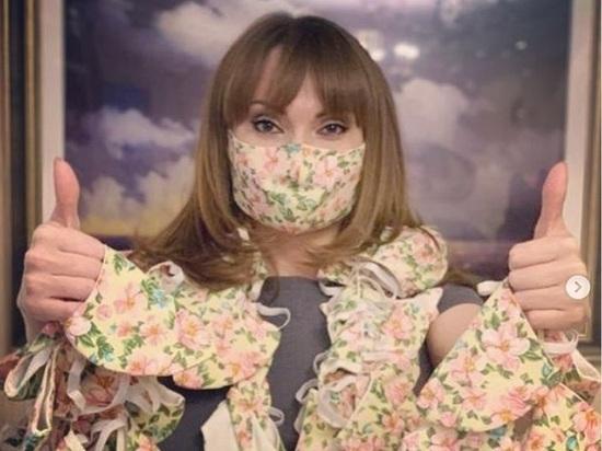 Елена Лаптандер подарила медикам Ямала 100 многоразовых масок