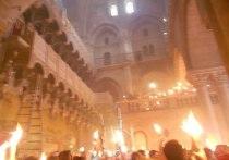 В храм Христа Спасителя доставили благодатный огонь