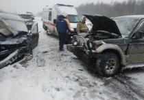 Машины столкнулись на трассе Колыма из-за сильного снегопада: трое пострадавших