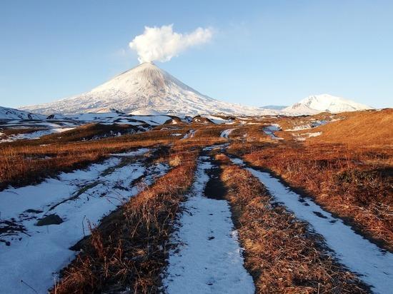 Из вулкана Ключевской на Камчатке начала извергаться лава