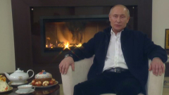 Путин записал пасхальное видеопоздравление на фоне горящего камина