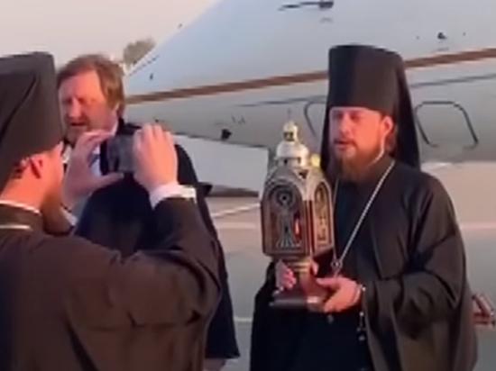 Коломойский отдал свой самолет для доставки благодатного огня на Украину