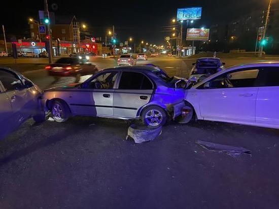 В аварии с четырьмя автомобилями в Ростове пострадала женщина