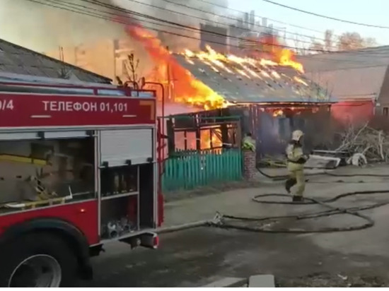 В пожаре на улице Пожарского дотла сгорел частный дом
