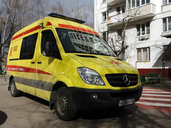 Названа причина смерти женщины, которую оставили у подъезда в Москве