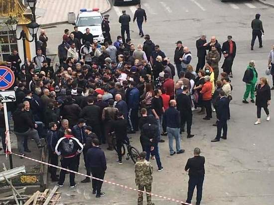 Во Владикавказе жители вышли на стихийный митинг против властей