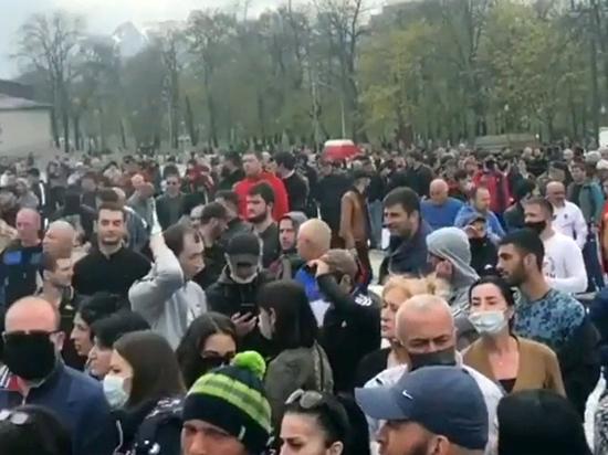 """Вопреки реальности, собравшиеся """"не верят в коронавирус"""""""
