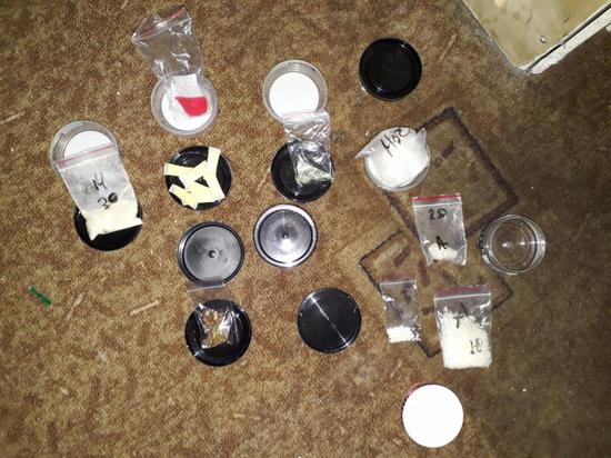 В Тверской области мужчина хранил дома три вида синтетических наркотиков