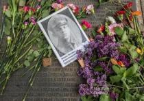 Новости Германии. Есть в Нюрнберге одно место, куда 9 мая приходят наши соотечественники, чтобы почтить память погибших в Великой Отечественной войне. Это Южное кладбище Нюрнберга, где в братских могилах захоронено более 5 000 тысяч узников местного концлагеря Лангвассер и военнопленных из Шталага XIII D.