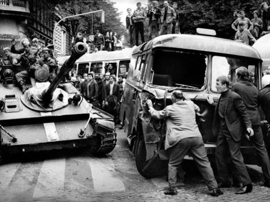 Жителей Псковской области, бывших в Чехословакии в 1968 году, просят поделиться воспоминаниями