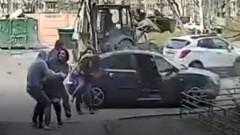 Похищение в Петербурге невесты женихом попало на видео