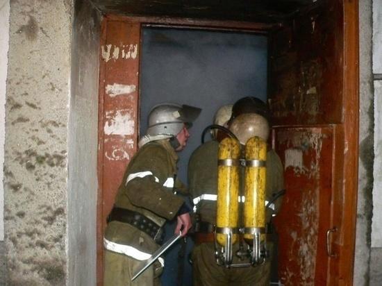 В Усть-Камчатске на пожаре погибла женщина и двое её детей