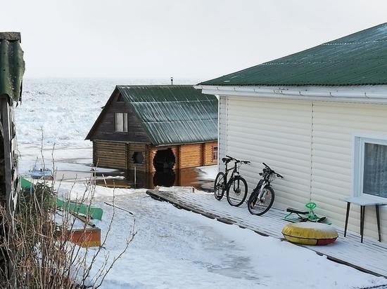 Из-за ледохода в Поморье подтопило дороги и дома