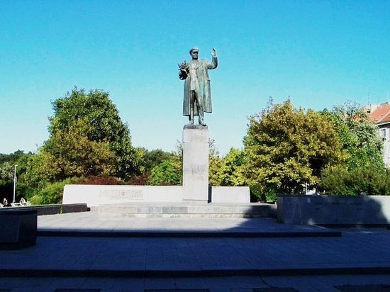 Генерал ФСБ оценил охрану чешских чиновников, снесших памятник Коневу