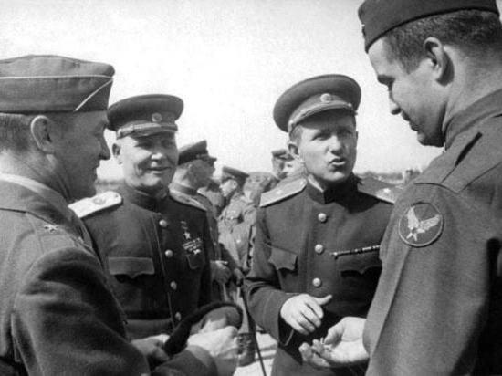 Минобороны РФ опубликовало архивные фото о встрече союзников на Эльбе