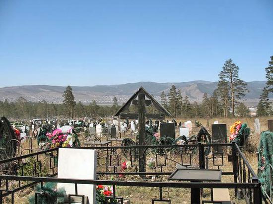 В Улан-Удэ 86 могил на Радоницу родственники «посетили» с помощью привлеченных организаций
