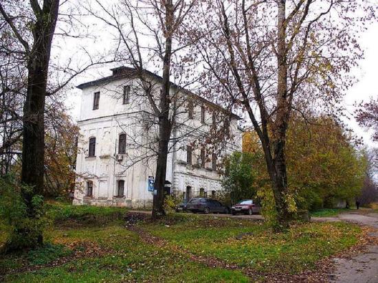 В Тверской области обрушилась трехэтажная пристройка у недействующей церкви