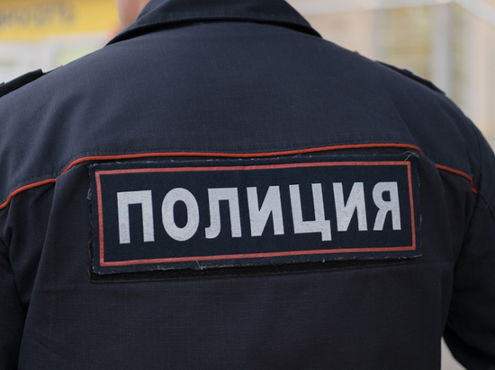 В Москве полицейский обокрал соседку и спрятал награбленное в канализационном колодце