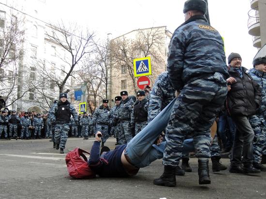 МВД потребовало от полицейских не бить задержанных при детях