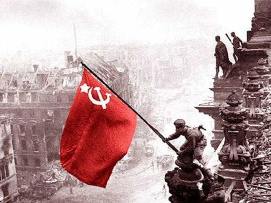 Первый знаменосец Победы