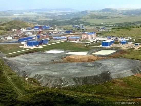 «Вместе живем, как не заболеть»: сотрудник рудника на Алтае, где произошла вспышка коронавируса, недоволен действиями предприятия и властей